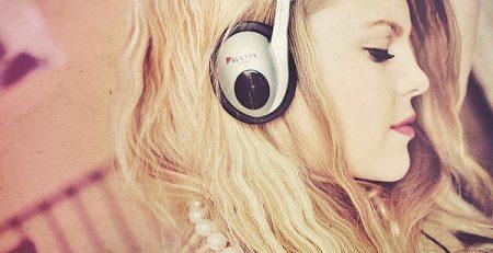Mách bạn cách chọn nhạc và học tiếng Anh từ âm nhạc tốt nhất