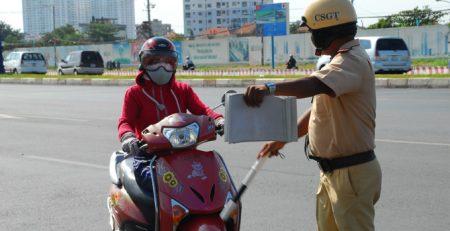 Sử dụng tiếng Anh để tránh mất tiền với cảnh sát giao thông