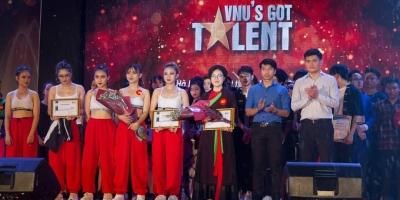 """Ecorp đồng hành cùng Đại học Quốc gia Hà Nội tại """"Gala"""