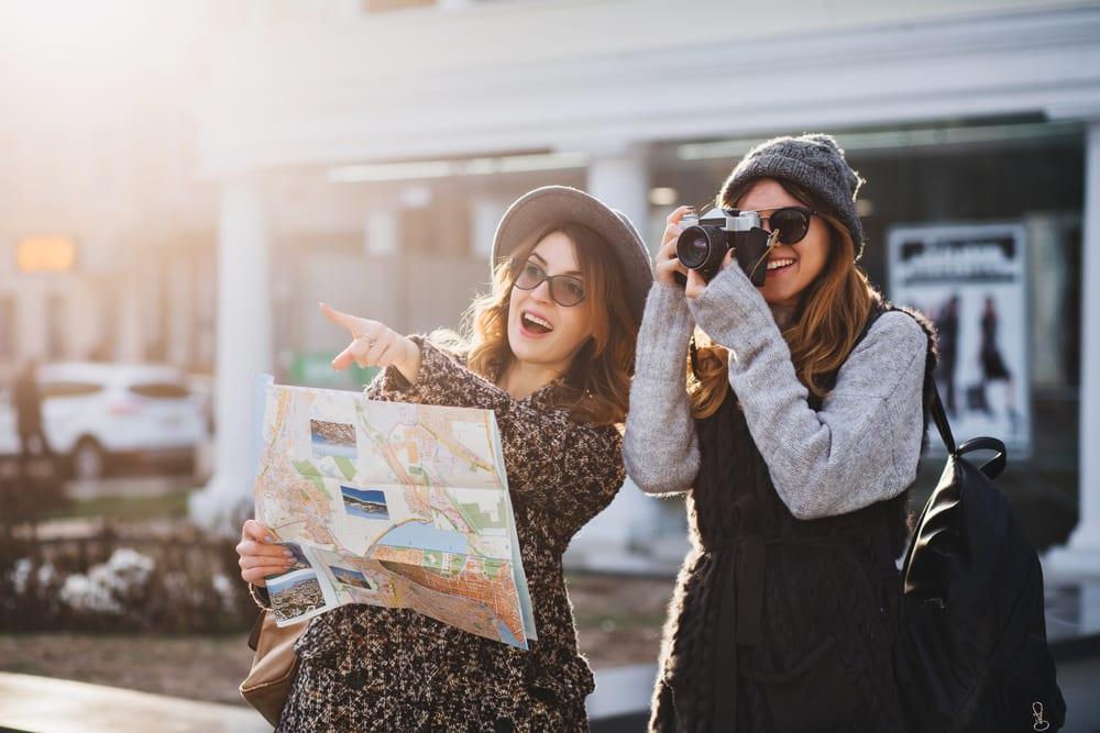 Những cụm động từ tiếng Anh thú vị dành cho người đam mê du lịch