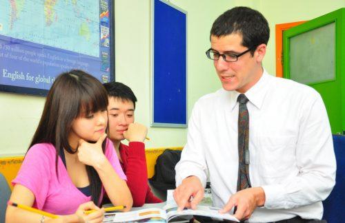 học tiếng Anh với giáo viên 1